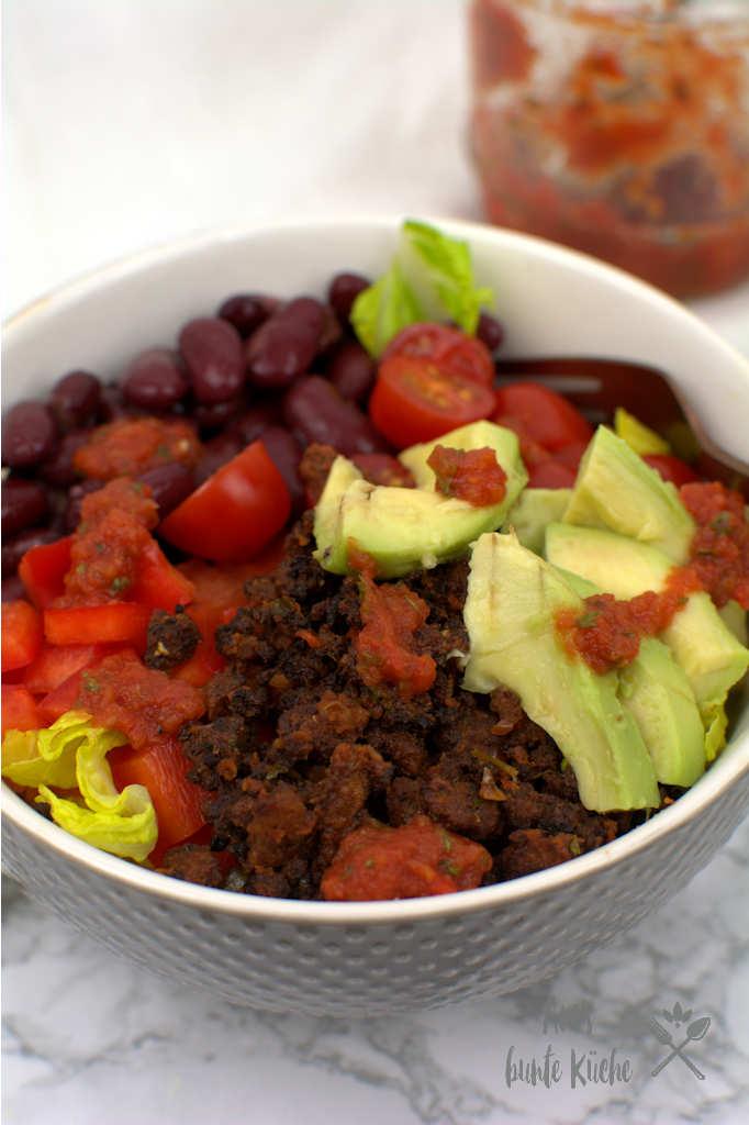Vegane Taco Bowl mit Tofu-Crumble