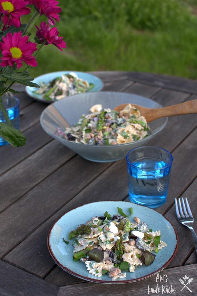 Schneller Nudelsalat mit Spargel für die Mittagspause.