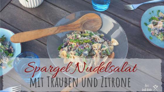 Nudelsalat mit grünem Spargel und roten Trauben